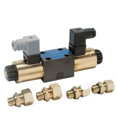 Directional control valve for bowprop, sternprop